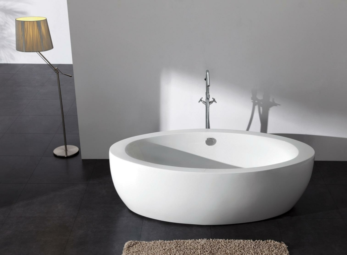 Badeinrichtung Mit Moderner Badewanne