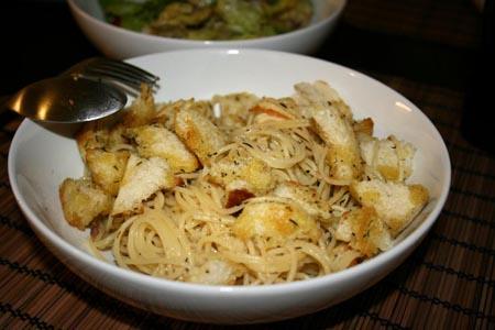 spaghetti mit sardellen chili und brot