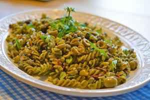 Salat ist nicht nur grün, kann auch aus Nudeln bestehen