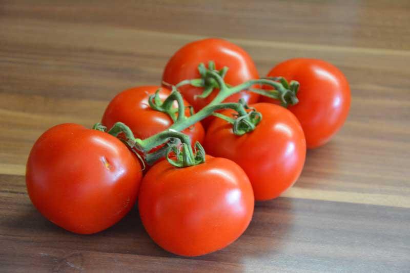 Sehr rote tomaten sind gerade gut genug für roasted Tomato-Mandel Pesto