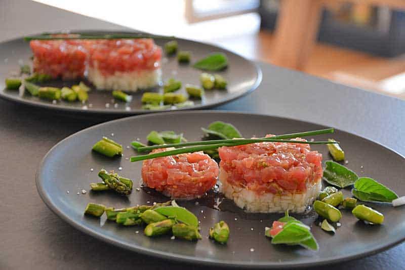 Thunfisch-Tatar mit Melone und Spargel