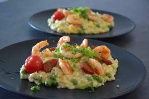 Gemüse-Risotto mit Garnelen und Chorizo