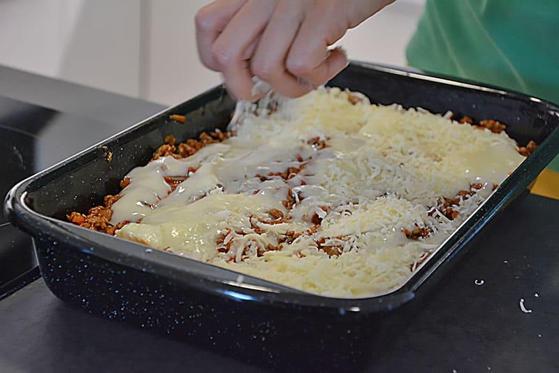 On Top noch Käse für Lasagne Bolognese