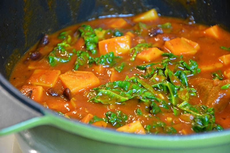 Süßkartoffel-Bohnen Stew mit Kohl