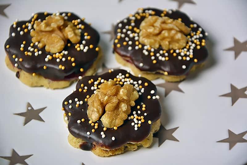 Brabanter Kekse mit Walnüssen und Ribiselmarmelade