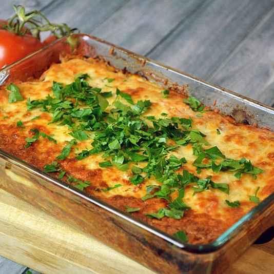 Kartoffelauflauf mit Hackfleisch und Käse überbacken