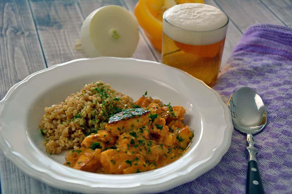 Halloumi Stroganoff ist ein vegetarisches Rezept und schmeckt dem Original Boeuf Stroganoff sehr ähnlich. Nur gesünder eben.