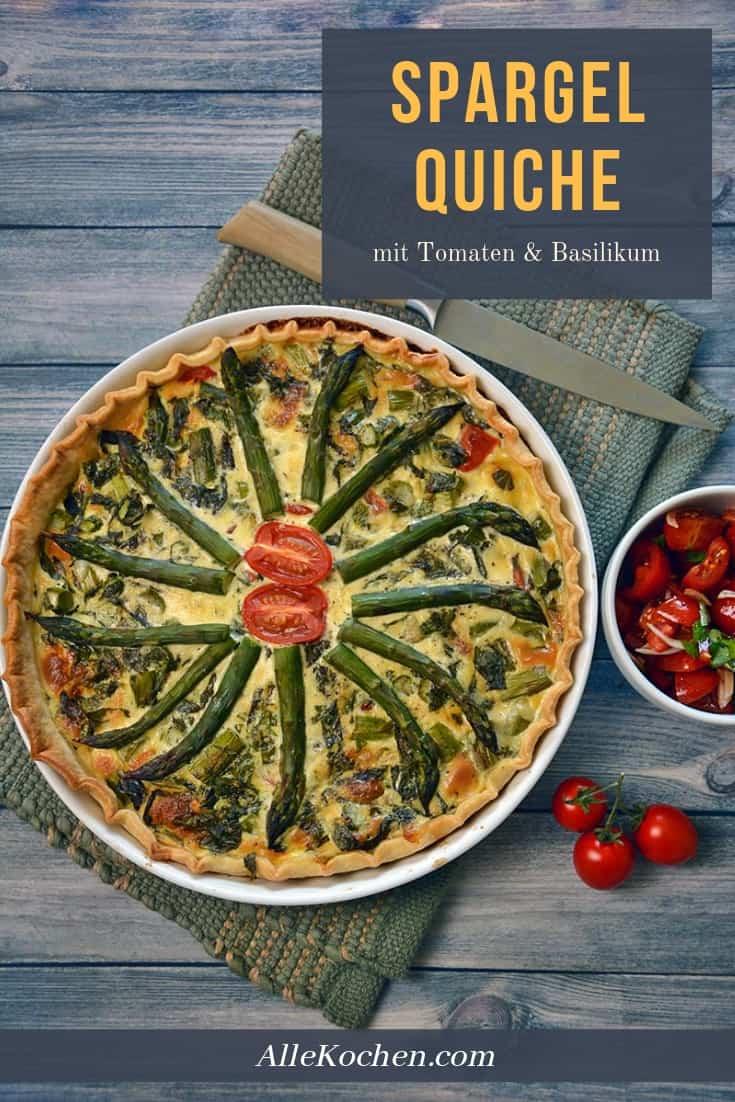 Soulfood aus dem Backofen: Rezept für vegetarische Spargelquiche mit Tomaten und Basilikum ist einfach zubereitet und schmeckt lecker. Dekorativ und gesund in den Frühling. Ideal als Abendessen oder für ein Menü, wenn mal wieder Gäste zu da sind. Rezept auf www.allekochen.com #rezept #food #quiche #spargel Wer es lieber gehaltvoller mag, kann aber auch Schinken hinzufügen. Oder lieber Lachs?