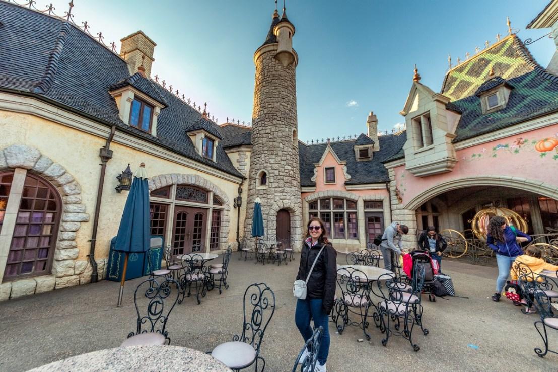 Chiara al ristorate più caro di Disneyland