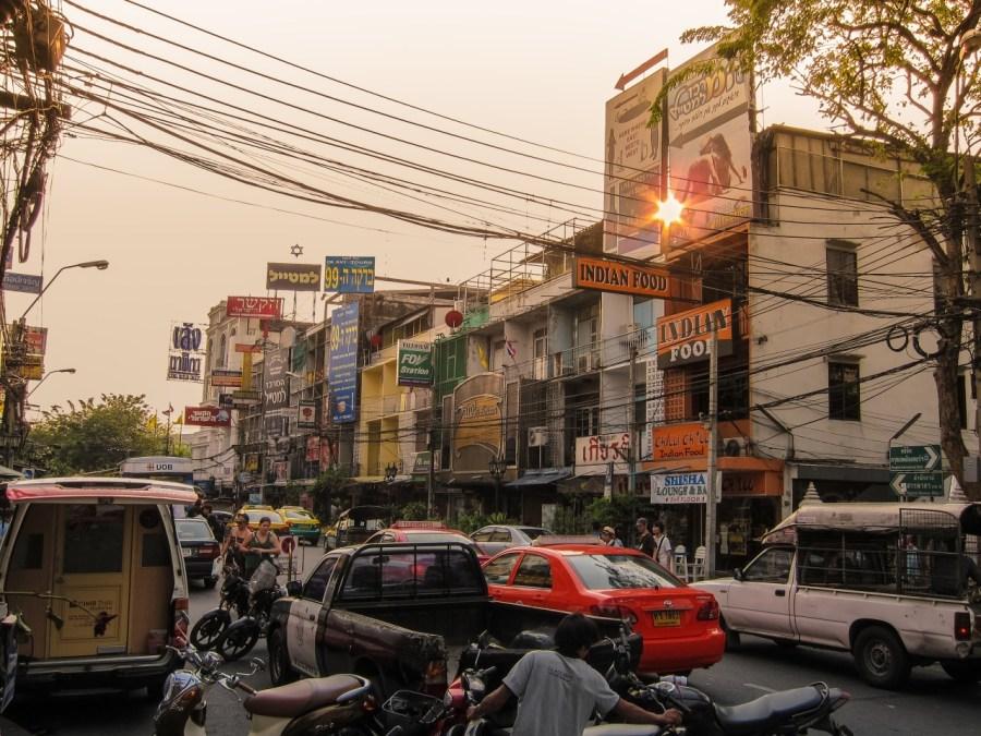 Häuserfront in Bangkok