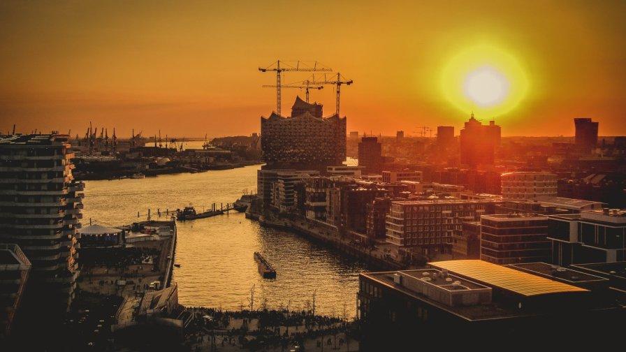 Elbphilharmonie in Hamburg vorm Sonnenuntergang