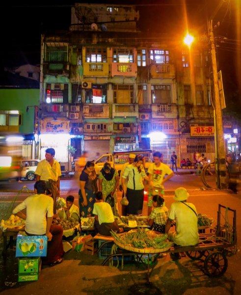 Nachtszene in Rangun