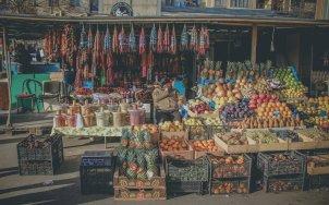Händler auf dem Dezerter Bazar in Tbilisi