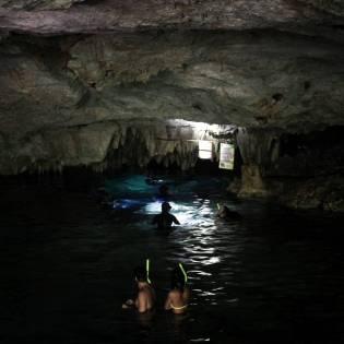 Höhleneingang Cenote Dos Ojos