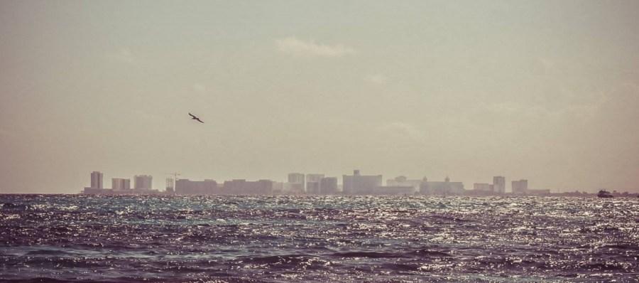 Blick auf Cancun von Isla Mujeres aus