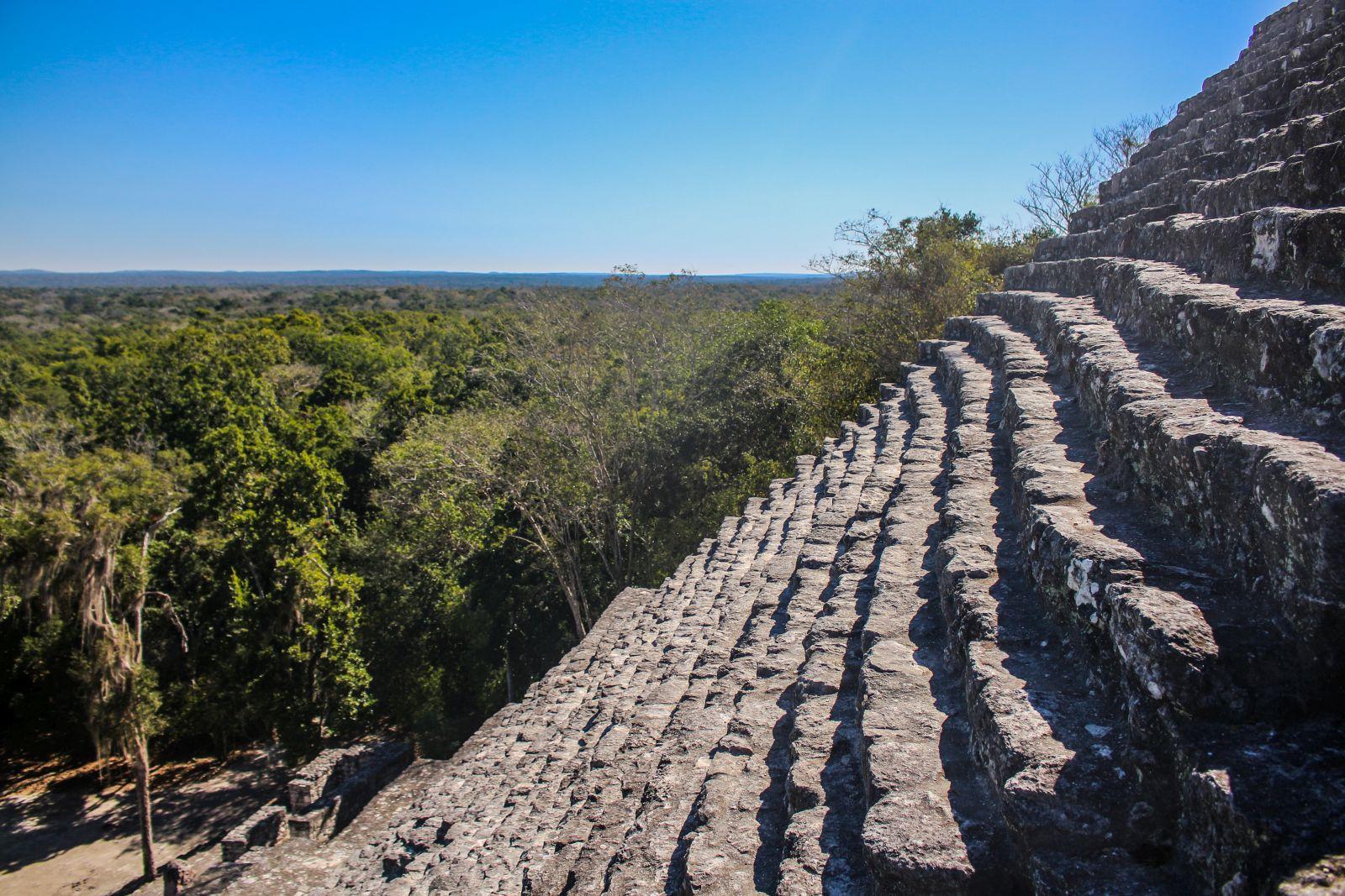 Die Stufen von Calakmul