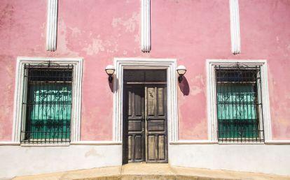 Rosa Hausfassade in Campeche