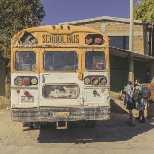Schulbus auf den Weg in die Kupferschlucht