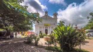 Hauptplatz und Kirche von Suchitoto