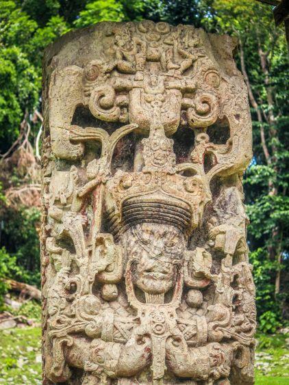 Relief einer Stele in Copan