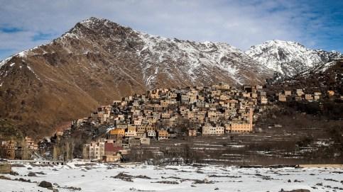 Das Dorf Aroumd in der Ferne
