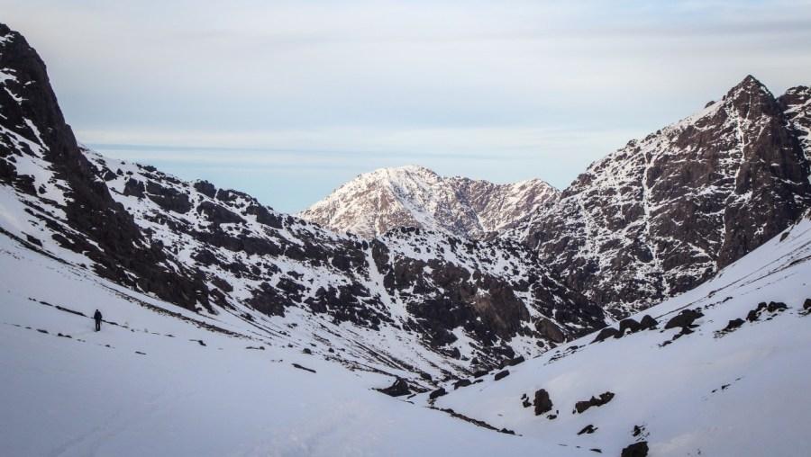 Schnee auf dem Weg zum Jbel Toubkal in Marokko