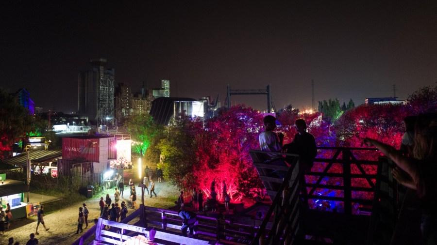 Blick auf das MS Artville Gelände beim MS Dockville Festival