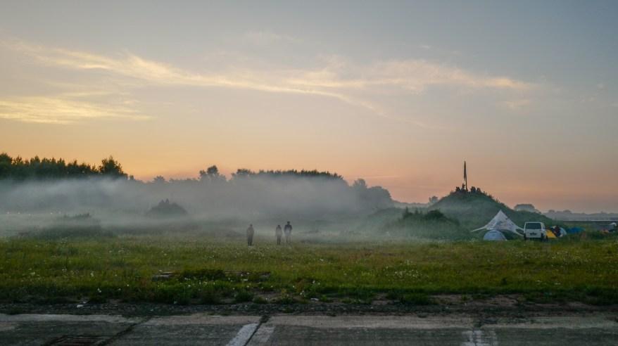 Sonnenaufgang auf dem Monis Rache Festival