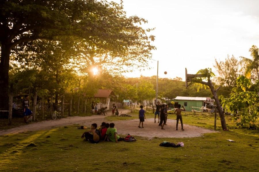 Spielende Kinder im Hinterland von Malapascua