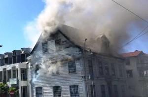 Oud KFF-gebouw in brand