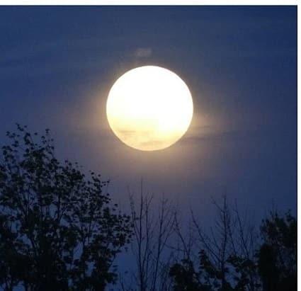 Kraftvoller Vollmond (Blue Moon)