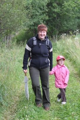 Karolina und Mama bim Wandern