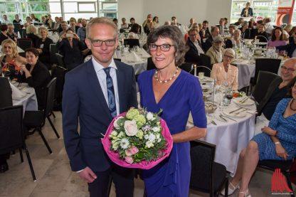 Das Tumornetzwerk Münsterland (TIM), vertreten durch Schatzmeister Stefan Kentrup, ließ es sich auch nicht nehmen, Gudrun Bruns für ihren unermüdlichen Einsatz zu danken. (Foto: Thomas Hölscher)