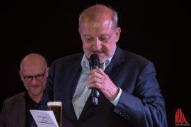 """""""Schauspieler reden, sobald sie ein Mikrofon im Gesicht haben. Auch gerne über Dinge, von denen sie keine Ahnung haben. Sascha Hehn kann nicht das Traumschiff steuern und Professor Brinkmann kann keine Schweinebäuche zusammennähen. Aber sie reden trotzdem drüber"""", witzelte Lansink. (Foto: Thomas Hölscher)"""