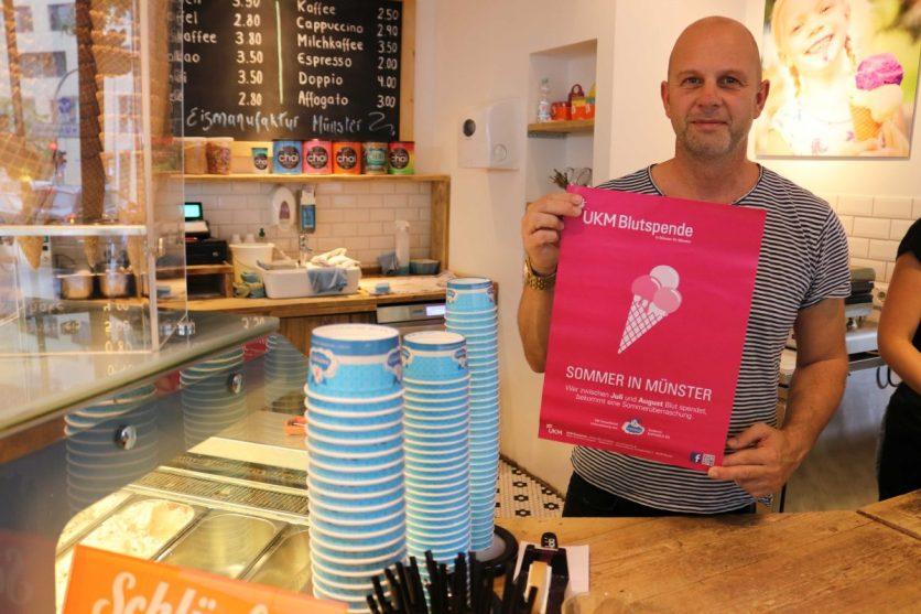 Im Juli und August bekommen Freiwillige nach der Vollblutspende unter anderem einen Eis-Gutschein für Raphaels Eis. Solange der Vorrat reicht. (Foto: UKM)