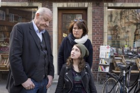 Annas Patentochter Merle (Janina Fautz) sitzt im Rollstuhl. (Foto: ZDF / Thomas Kost)