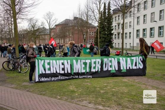 """Das Bündnis """"Keinen Meter den Nazis"""" bei der Gegendemonstration (Foto: Bührke)"""