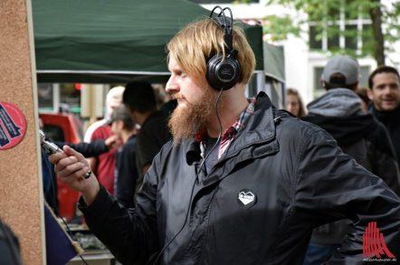 """Martin Schlathölter nahm O-Töne für die Bürgerfunksendung """"B-Side Funk"""" auf. (Foto: Tanja Sollwedel)"""