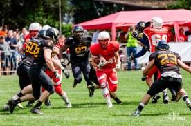 Im spannenden Saisonfinale haben die Münster Mammuts das Stadtderby gegen die Blackhawks gewonnen und steigen in die Football-Regionalliga auf (Foto: Claudia Feldmann)