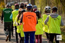 Die Schülerinnen und Schüler der Erna-de-Vries-Realschule sind davon überzeugt, eine neue Trendsportart auf den Weg gebracht zu haben. (Foto: Michael Bührke)