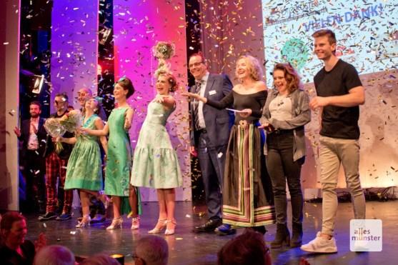 Beim großen Finale bedankten sich die Organisatoren, Künstler und Vertreter des Clemenshospitals bei den Gästen (Foto: Michael Bührke)