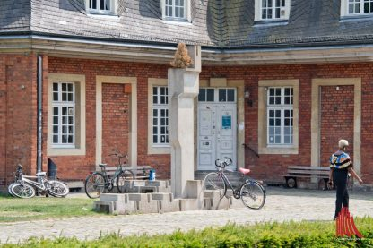 Fahrradständermonument – R. Artschwager Backsteinskulpturen – Per Kirkeby (Foto: Michael Bührke)