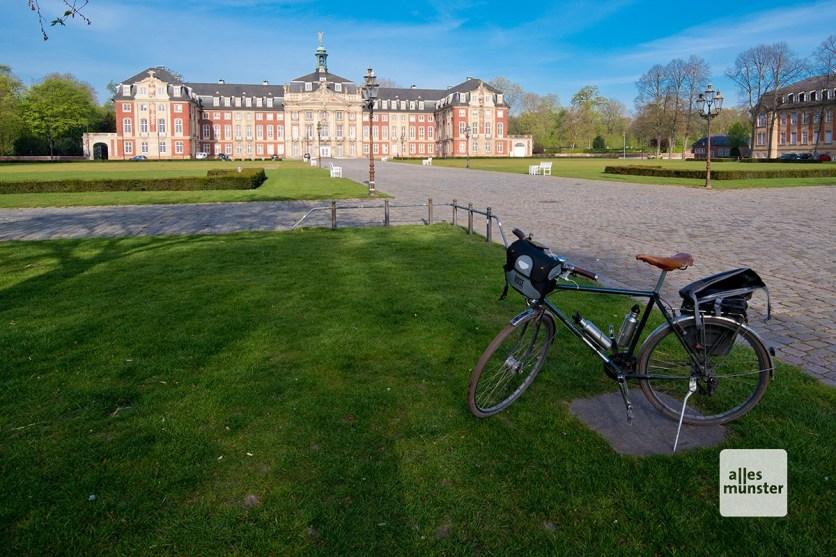 Start und Ziel: Das fürstbischöfliche Schloss in Münster (Foto: Michael Bührke)