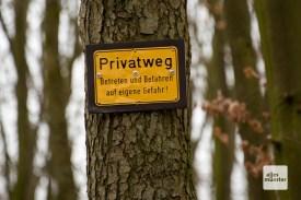 Der beliebte Rundwanderweg ist in Hofnähe ein Privatweg. (Foto: Bührke)
