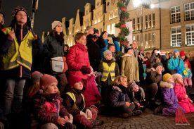 """Die Kinder saßen beim """"Schweinachtsmann"""" in der ersten Reihe. (Foto: Michael Bührke)"""