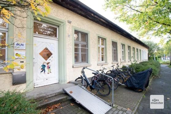 """Diese heutige Begegnungsstätte ist vermutlich eine ehemalige Baracke des Kriegsgefangenenlager """"Haus Spital"""" (Foto: Bührke)"""