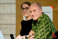 Prof. Victor Mani und die Sozialdezernentin Cornelia Wilkens. (Foto: Michael Bührke)