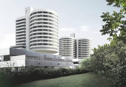 So sollen die UKM Türme nach der Sanierung aussehen: eine moderne Fassade aus Glas, poliertem Aluminium und weißer Glasfaser. (Quelle: Kleihues + Kleihues)
