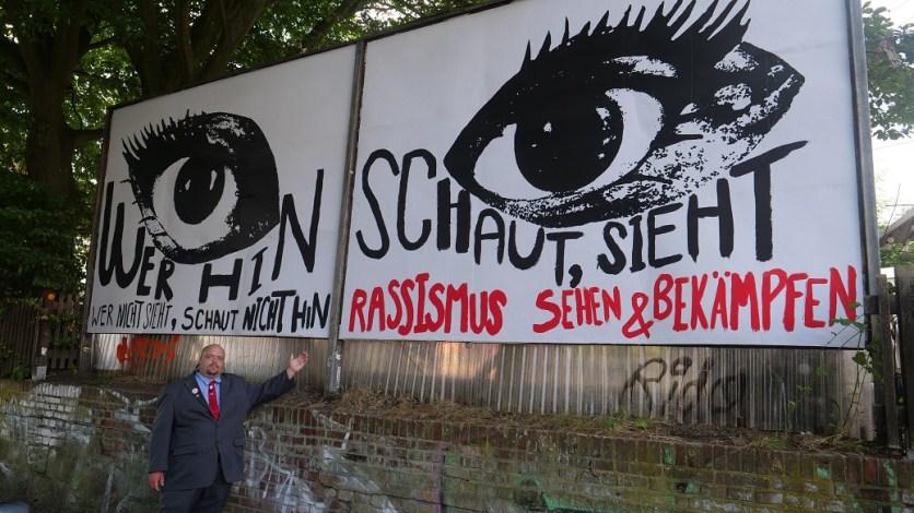 """Die Plakate der anderen Partien sehen so aus """"als eine Gemeinschaftsaktion gewesen (Foto: Martin Schlathölter)"""