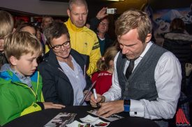 Auch Roland Jankowsky gab fleißig Autogramme. (Foto: Thomas Hölscher)
